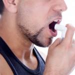Mann-inhaliert