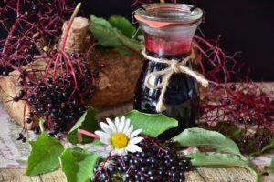 Hilft bei einer Nasennebenhöhlenentzündung: Viel Trinken